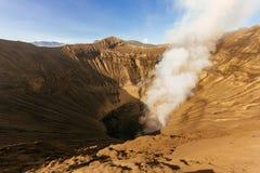 Rauchender Vulkan Mt Bromo im Sonnenaufgang Lizenzfreie Stockfotografie