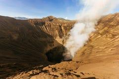 Rauchender Vulkan Mt Bromo im Sonnenaufgang Lizenzfreie Stockfotos