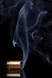Rauchendes Gewehrkugelgehäuse Lizenzfreie Stockbilder