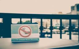 Rauchendes Zeichen Stockfoto
