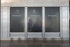 Raucherzonezone, rauchendes Zeichen englisch, chinesisch, koreanisch lizenzfreie stockbilder