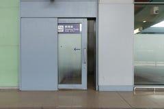 Raucherzonezone, rauchendes Zeichen (englisch, chinesisch, koreanisch): Uniden stockbilder