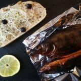 Rauchfische mit einem Brot Lizenzfreies Stockfoto