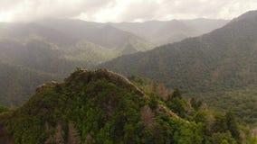 Rauchige Berge von der Luft stock footage