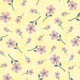 Rauchige rosa Pastellhandgezogene Blumen auf Watercoloureffekt ätzten gelben Hintergrund Nahtloses Vektormuster mit lizenzfreie abbildung