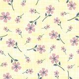 Rauchige rosa Pastellhandgezogene Blumen auf Watercoloureffekt ?tzten gelben Hintergrund Nahtloses Vektormuster mit vektor abbildung