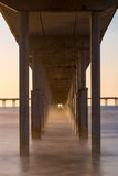 Rauchiges Wasser unter Pier Lizenzfreies Stockbild