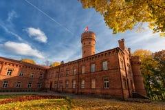 Raudone城堡,立陶宛,秋天场面 库存照片
