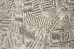 Raue Klekse des Kitts auf der Wand Stockfotografie