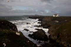 Raue Meere an der Rhoscolyn Landspitze Lizenzfreie Stockfotos
