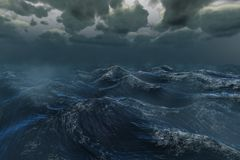 Rauer stürmischer Ozean unter bewölktem Himmel Lizenzfreie Stockfotos