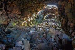 Raufarholshellir grottor är tunneler som skapas av vulkanisk aktivitet Royaltyfria Bilder