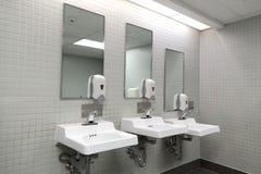 Raum der öffentlichen Toilette Lizenzfreies Stockbild