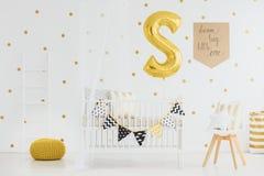 Raum für neugeborenes lizenzfreies stockbild