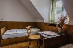 Raum im alten Gasthaus lizenzfreies stockfoto
