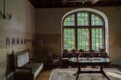 Raum im alten Schloss Stockbild