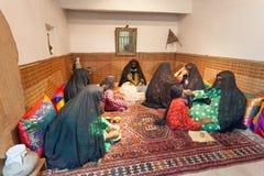 Raum mit beduinischen Frauen Stockbilder
