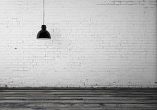 Raum mit Deckenlampe Stockbild