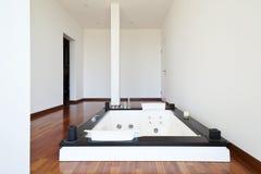 Raum mit Jacuzzi Stockfoto