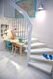 Raum mit Kindtabelle Stockbilder
