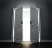 Raum mit offenen Türen Stockfotos