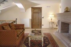 Raum mit Sofa Stockfoto