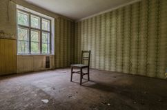 Raum mit Stuhl stockfotografie