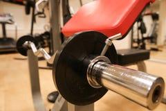 Raum mit Turnhallenausrüstung im Sportverein, in der Sportvereinturnhalle, in der Gesundheit und im Erholungsraum Stockfotografie