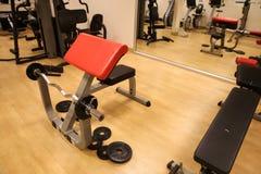 Raum mit Turnhallenausrüstung im Sportverein, in der Sportvereinturnhalle, in der Gesundheit und im Erholungsraum Lizenzfreies Stockfoto