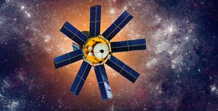 Raum Satelliten, die Erde auf einer Hintergrundsternsonne in Umlauf bringend lizenzfreies stockbild