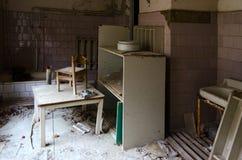 Raum in verlassenem Kindergarten in der toten Geisterstadt von Pripyat in der Ausschlusszone von Tschornobyl NPP, Ukraine stockfotos