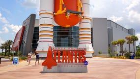 Raumfähre-Atlantis-Ausstellungs-Zeichen bei Kennedy Space Center Visi lizenzfreie stockfotos