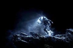 Raumfahrer, der schnelle gemischte Medien laufen lässt stockfotos