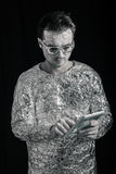 Raumfahrer mit digitaler Tablette Stockfotos