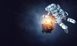 Raumfahrer und sein Auftrag Gemischte Medien Lizenzfreies Stockfoto