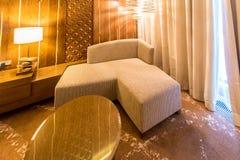 Rauminnenraum mit modernen Möbeln Lizenzfreie Stockfotografie