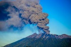 Raung de volcno d'éruption Images libres de droits
