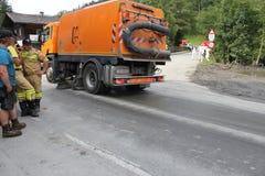Rauris, Salzburg Oostenrijk - 27 Augustus, 2015: Ontruim de weg na grondverschuiving royalty-vrije stock foto