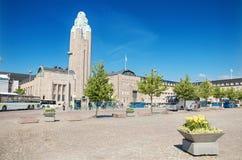 Rautantientori, quadrato centrale della stazione ferroviaria di Helsinki un giorno soleggiato il 22 giugno 2013 a Helsinki Finlan Fotografia Stock Libera da Diritti