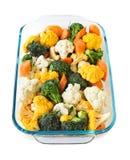 Rauwe groenten in bakselschotel Stock Foto's