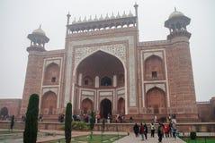 Rauza de Darwaza-i o la gran puerta Entrada a Taj Mahal adentro fotos de archivo libres de regalías