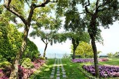 Ravello Amalfi kust, Italien - den BelvederePrincipessa dien Piemonte arbeta i trädgården Royaltyfri Bild