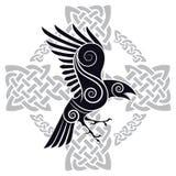 Raven di Odin in una croce celtica modellata di stile celtico illustrazione vettoriale