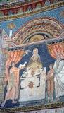 Ravena, Italia - 18 de agosto de 2015 - los mosaicos bizantinos de 1500 años de la UNESCO enumeró la basílica del santo Vitalis e Imagen de archivo
