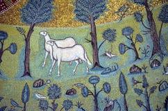 Ravenna, Itália - 18 de agosto de 2015 - 1500 anos de mosaicos bizantinos velhos do UNESCO alistou a basílica de Saint Vitalis em Fotografia de Stock