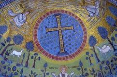Ravenna, Italië - 18 AUGUSTUS, 2015 - 1500 jaar oude Byzantijnse mozaïeken van Unesco maakte een lijst van basiliek van Heilige V Royalty-vrije Stock Afbeeldingen