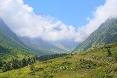 Ravin de rivière de Bilyagidon, Caucase, Russie image libre de droits