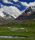 Ravina e nuvens da montanha Fotos de Stock Royalty Free