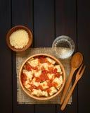 Ravioli με τη σάλτσα ντοματών Στοκ Εικόνες