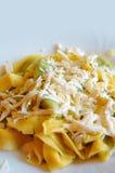 Ravioli που γεμίζουν με το σπανάκι και το ricotta, ιταλικά ζυμαρικά αυγών Στοκ Εικόνες